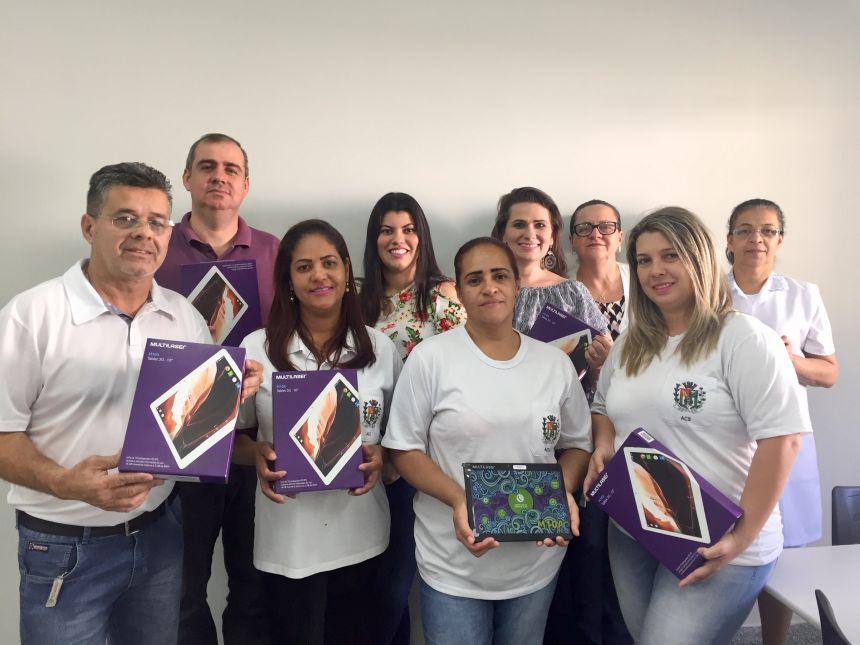 Entrega de tabletes para os agentes comunitários de saúde