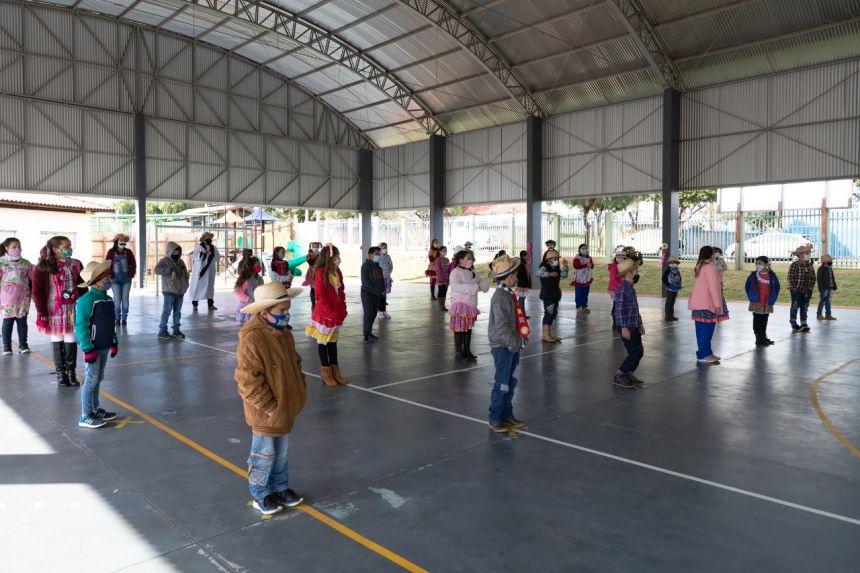 Escola Municipal e CMEI comemoram as Festas Juninas
