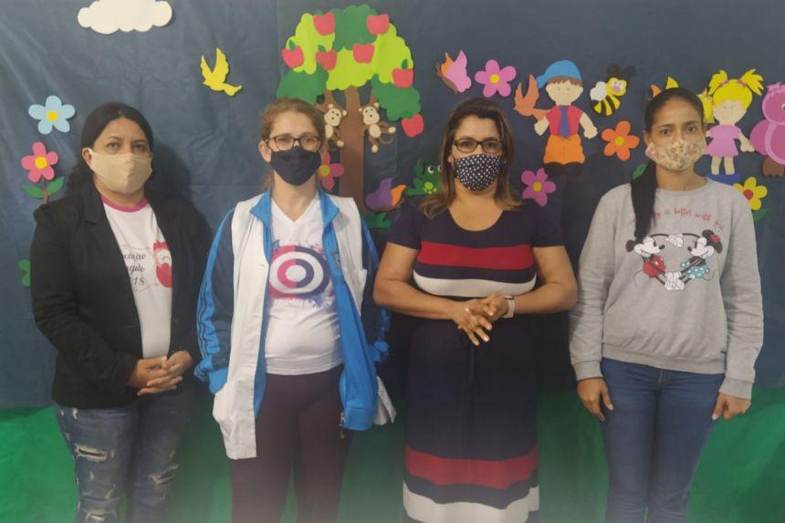 Os Professores do Centro Municipal de Educação Infantil Chapeuzinho Vermelho gravam vídeo aula para alunos