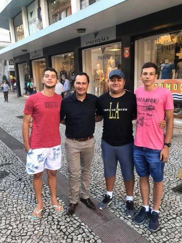 Prefeito visita atletas em Curitiba