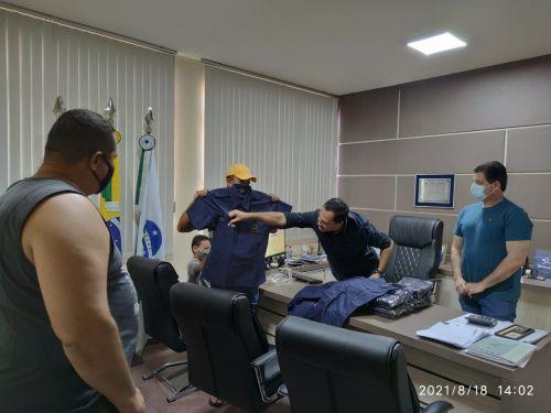 Vigilância Municipal recebe uniformes