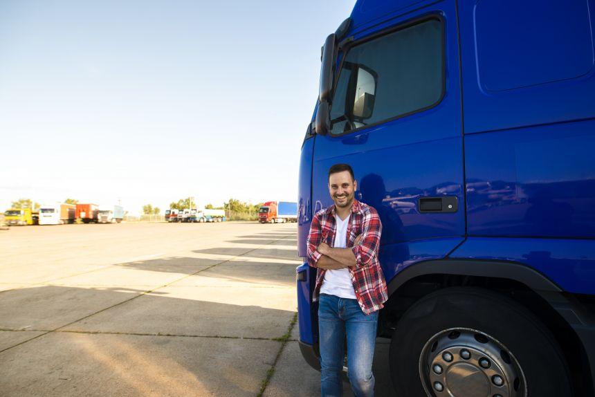Prefeitura convoca dois motoristas de caminhão