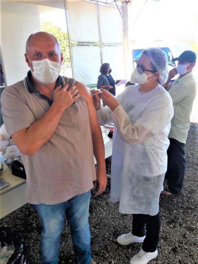 Ortigueira imuniza trabalhadores da educação a partir de 40 anos