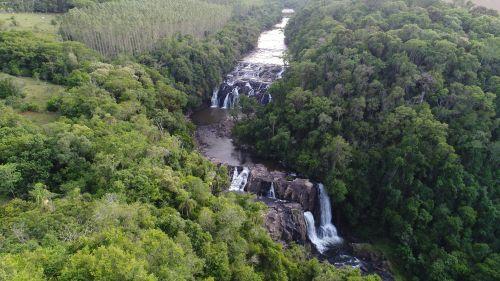 Cachoeira no Dito Gardiano: um dos pontos turísticos fechados temporariamente pela Prefeitura.