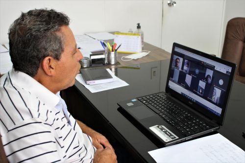 Prefeito Ary Mattos, durante reunião virtual com a Seduc na terça (3)