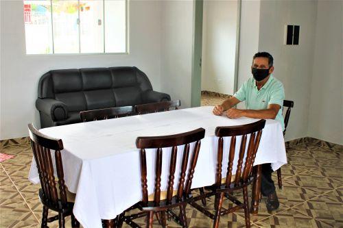 O Prefeito Ary Mattos visita a Casa de Apoio e confere o resultado da reforma.