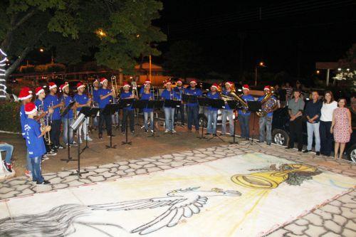 Integrantes da Banda Marcial, com maestro Valter Paulo, prefeito Val Dantas, primeira-dama Rose Barbosa e a vice-prefeita Herminia