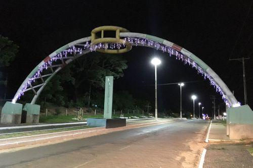 Portal iluminado