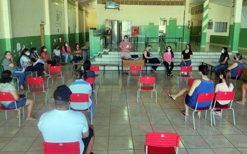 Reunião foi realizada na Escola Nelson Magnani