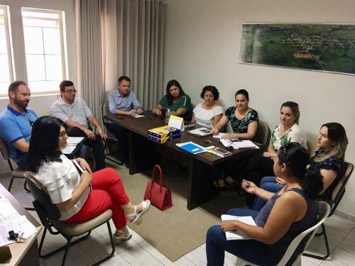 Prefeito Val Dantas e demais reunidos no gabinete durante a reunião