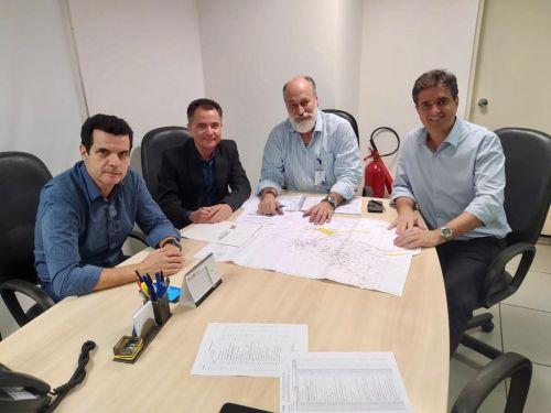Val Dantas e Marcelo Hercolin durante a reunião com equipe técnica da CDHU