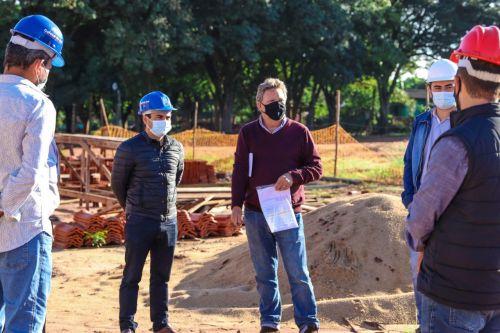 Prefeito Juninho e equipe acompanham vistoria na obra das casas populares de Jangada