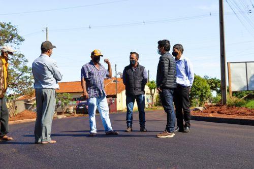 Prefeito Juninho visita obras de pavimentação que estão sendo concluídas em Cafezal do Sul