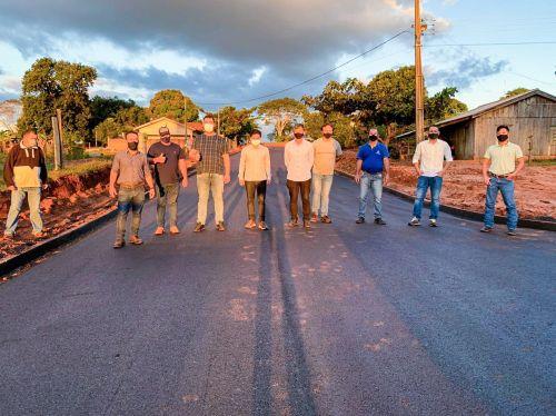 Mais dois trechos de pavimentação sendo concluídos em Guaiporã