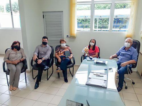 Rancho Alegre D Oeste: Prefeito Aristeu faz reunião com a equipe da Sicredi para firmar a parceria do Programa União faz a vida