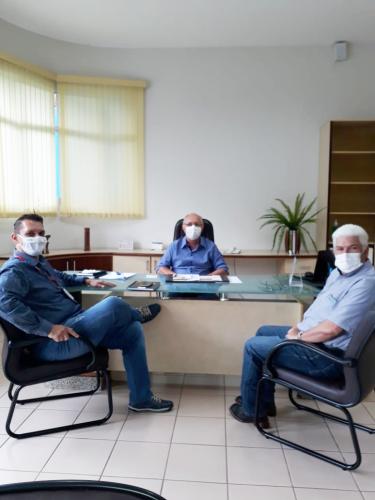 Rancho Alegre: Prefeito Aristeu Ceniz, em busca de novos empregos para a população