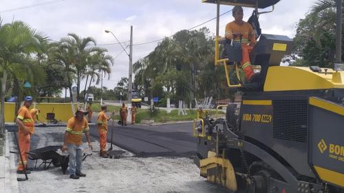 Guaraguaçú recebe novo asfalto nas ruas do Bairro