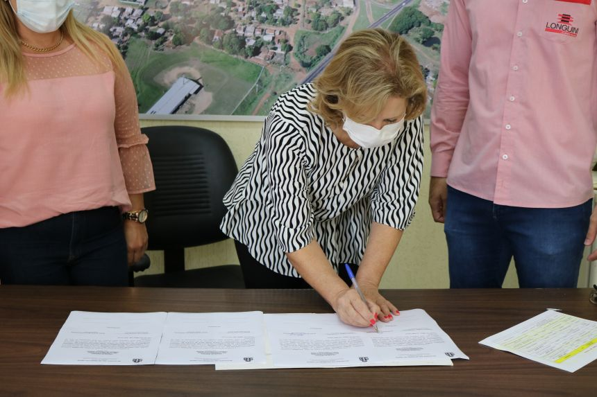 Prefeita Helena Bertoco assina Ordem de Servi�o para recape de v�rias ruas da cidade