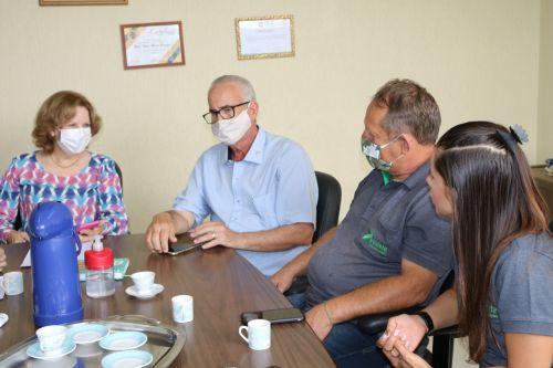 Em seu recomeço, Prefeitura oferece assistência à empresa Estofados Requinte