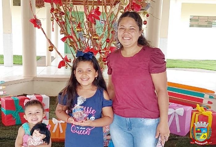 """Escola Barzotto encerra o ano com o projeto """"Concurso da Árvore de Natal Mais Criativa"""""""