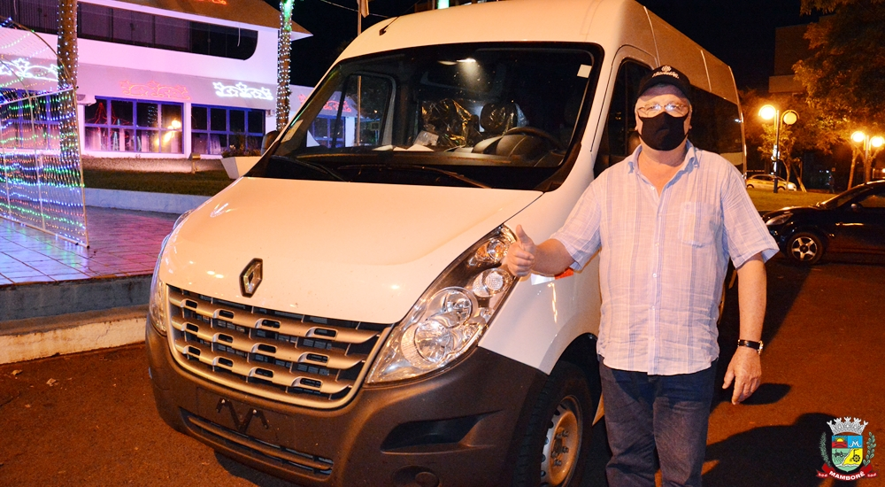 Mamborê recebe Van 0Km para o esporte