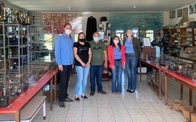 Equipe do Departamento de Cultura visita Museu Municipal de Pitanga