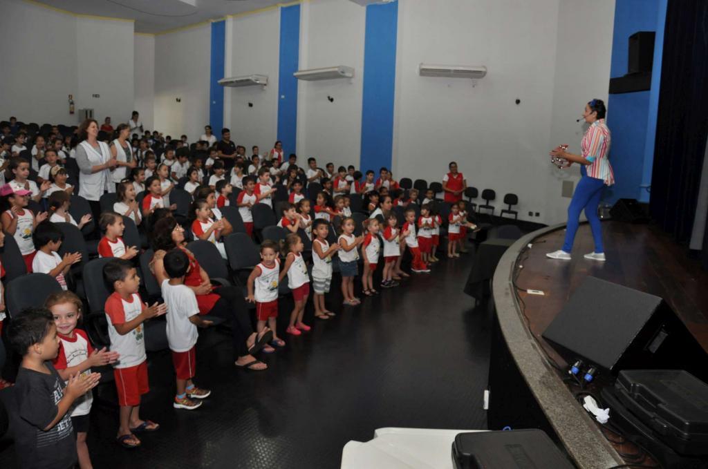 BIBLIOTECA P&UacuteBLICA MUNICIPAL DE MAMBORÊ COMPLETA 46 ANOS