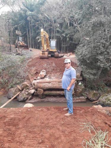 Equipe do Departamento Rodoviário intensifica construção de segunda ponte em Anahy