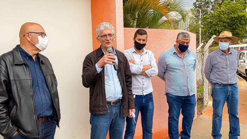 COM PRESENÇA DO SECRETÁRIO DE AGRICULTURA, JOAQUIM TÁVORA INAUGURA CALÇAMENTO DA ESTRADA DO JOÁ E ASSINA CONVÊNIO PARA PAVIMENTAÇÃO DE MAIS ESTRADAS RURAIS.
