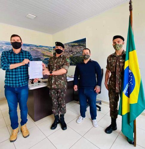 PREFEITO TOMA POSSE COMO PRESIDENTE DA JUNTA DE SERVIÇO MILITAR.