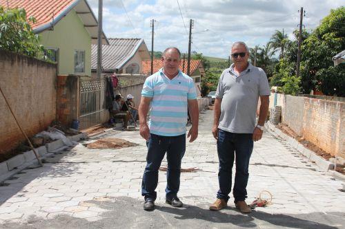 Pavimentação Distrito do São Roque do Pinhal com Lajotas Sextavadas