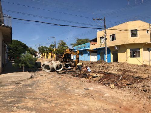 Obra de Galerias Pluviais na Avenida Getúlio Vargas/Pedro Soares/Dr.Lincoln Graça/Miguel Dias