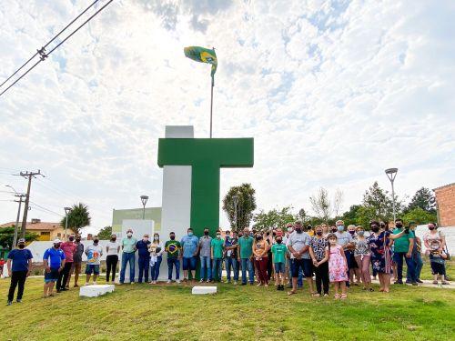JOAQUIM TÁVORA COMEMORA 92 ANOS COM INAUGURAÇÃO DE GRANDE MASTRO E BANDEIRA NA ENTRADA DA CIDADE.