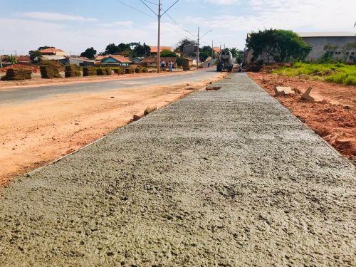 Paisagismo, Sinalização Viária e Calçadas na Avenida Senador Souza Naves