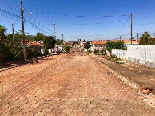 Recolocação de Lajotas Sextavadas Rua Miguel Dias