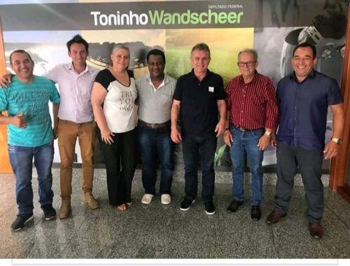 Visita do Prefeito Lauir e demais autoridades para o Deputado Federal Toninho Wandescheer.
