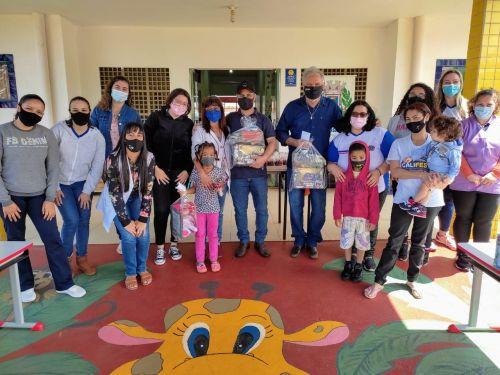Entrega de brinquedos em comemoração ao Dia das Crianças