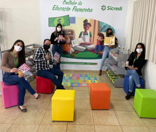 Prefeito Paulinho Moises recebe representantes da Cooperativa Sicredi de nosso município.