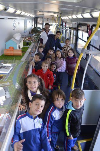 Califórnia recebe visita do ônibus Eco Expresso Sanepar.