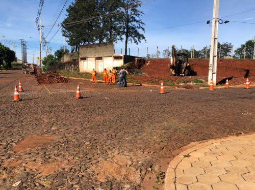 Requadramento e alinhamento dos meios fios da Rua Paraná