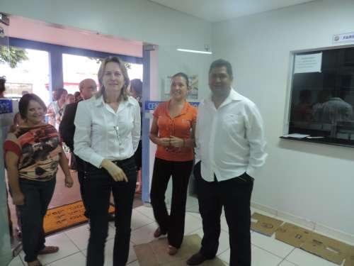 Prefeita Bete Camilo recepciona médicos cubanos