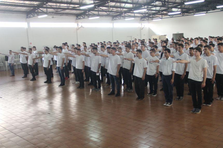 Jovens de Paiçandu fazem juramento à bandeira