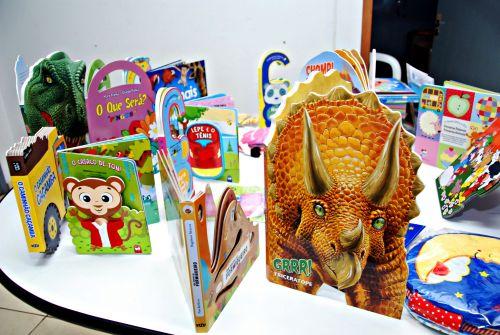 Educação de Faxinal adquire mais de 700 livros para biblioteca itinerante