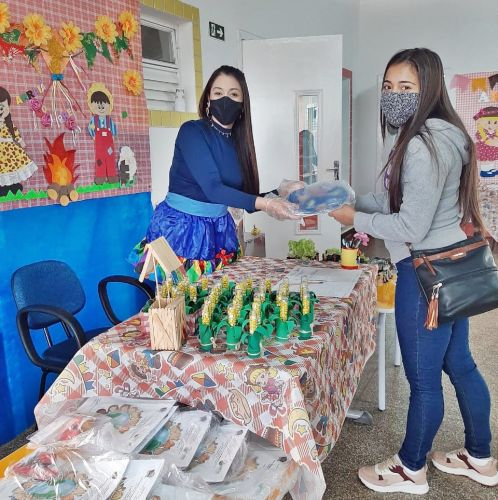 Professores de Faxinal se reinventam e dão assistência aos alunos durante a pandemia