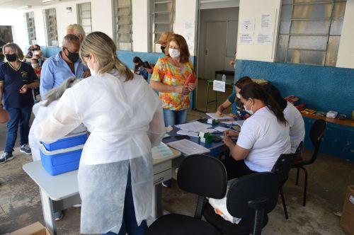Vacinação para pessoas com 60 anos ou mais começa em Faxinal