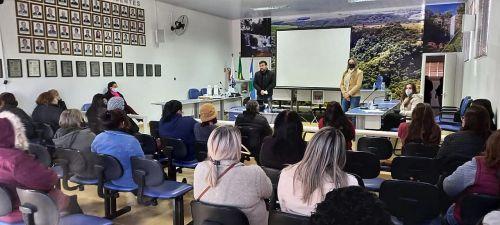 Educação promove palestra de capacitação para funcionários da rede municipal de ensino