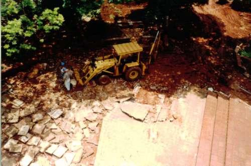 Destruição da antiga praça Brasil. Foto: Juarez Aparecido Nogueira Gonçalves ? 1996/97.