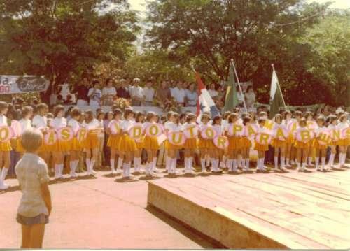 Desfile em comemoração ao 17° aniversário de Doutor Camargo. Desfile ? 1981. Foto: Juarez Aparecido Nogueira Gonçalves ? 1981.