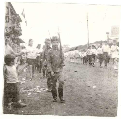 Desfile de 7 de setembro do Grupo Escolar Regente Feijó ? 1969 Katulo Garutte Catto.
