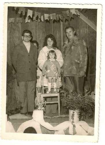 Concurso de Rainha da Festa Junina do Grupo Escolar Regente Feijó ? 1972 ? Padre Pedro Paulo Dias, Iolanda Garcia Manzano, Márcia Garcia Manzano e Emiliano Manzano.